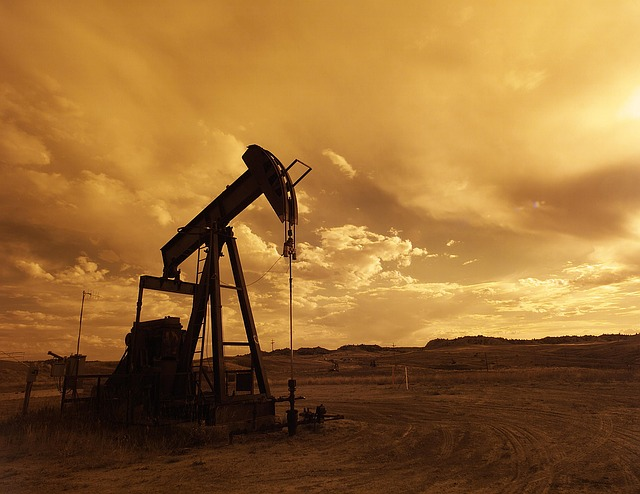 oil-pump-jack-1407715 640